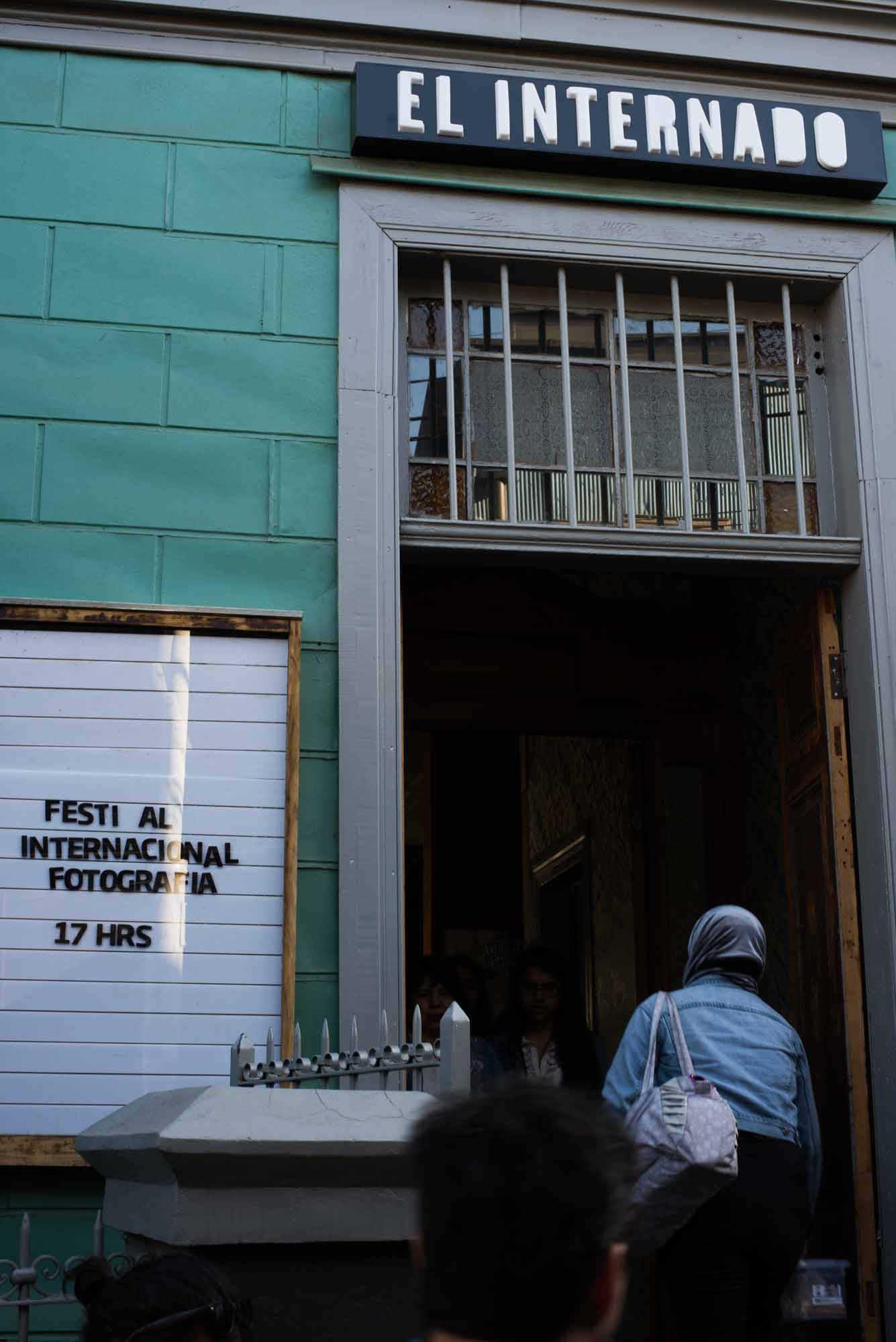 Invitados participan en Díalogos Fotográficos en el Restaurant El Internado en el marco de la 7ª edición del Festival Internacional de Fotografía en Valparaíso, FIFV 2016. ©Ignacio Lamas