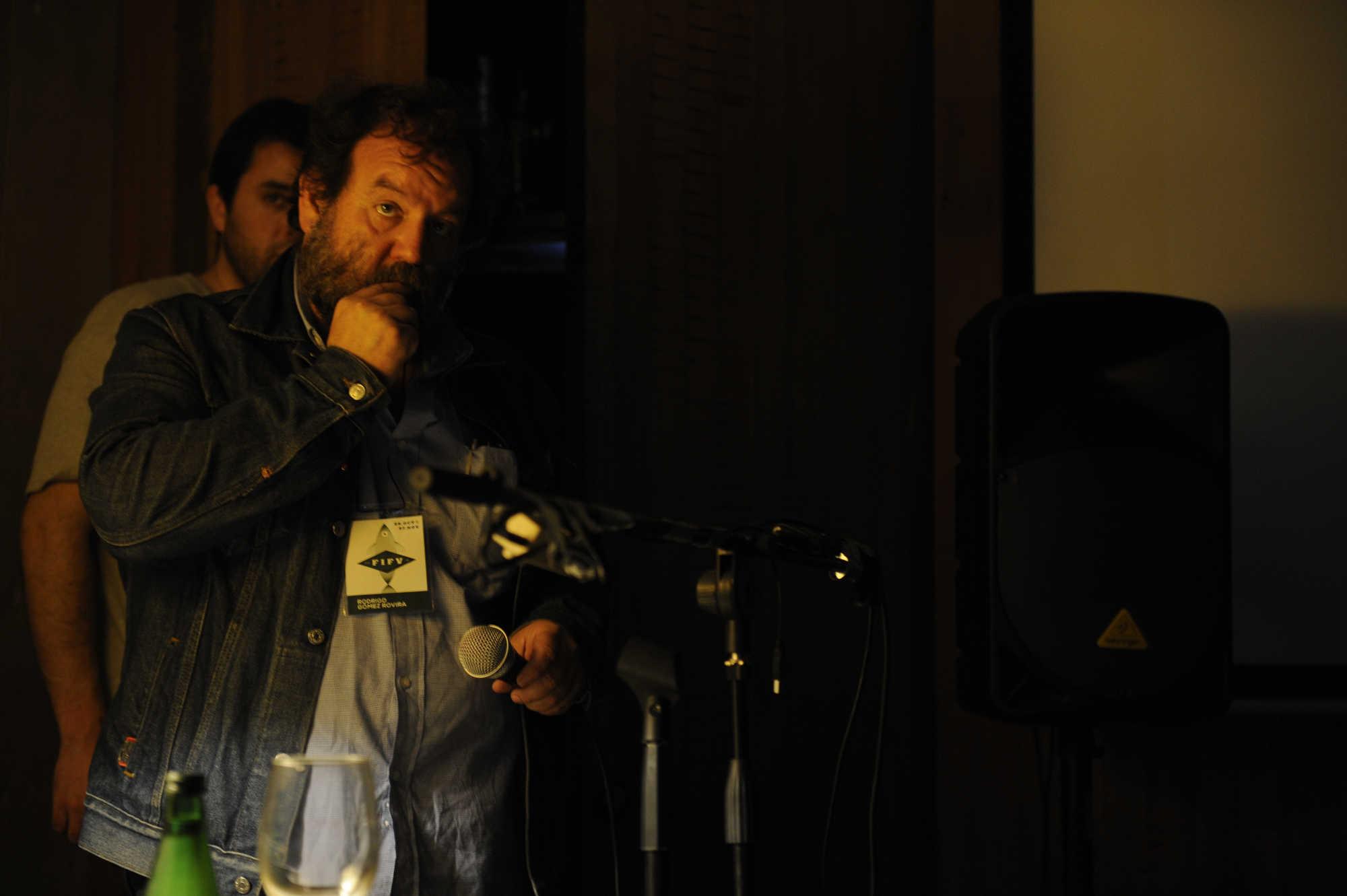 Rodrigo Rovira participa en Díalogos Fotográficos en el Restaurant El Internado en el marco de la 7ª edición del Festival Internacional de Fotografía en Valparaíso, FIFV 2016. ©Victor Ruiz Caballero