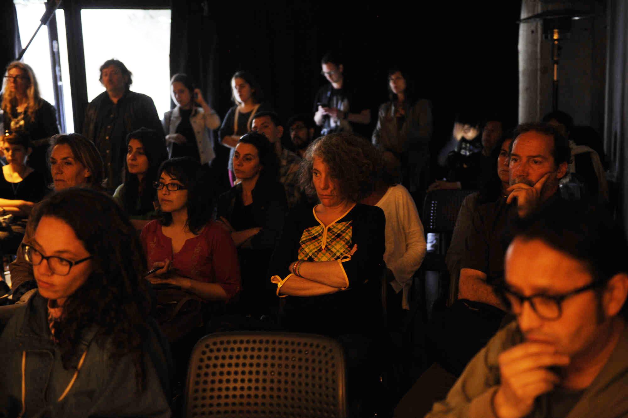 Invitados participan en Díalogos Fotográficos en el Restaurant El Internado en el marco de la 7ª edición del Festival Internacional de Fotografía en Valparaíso, FIFV 2016. ©Victor Ruiz Caballero