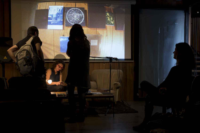"""Isabel Fernández y Catalina de la Cruz (Chile), participan en DJ Book con su proyecto """"Libro FotoQuímico"""",FIFV 2016. ©Ignacio Lamas"""