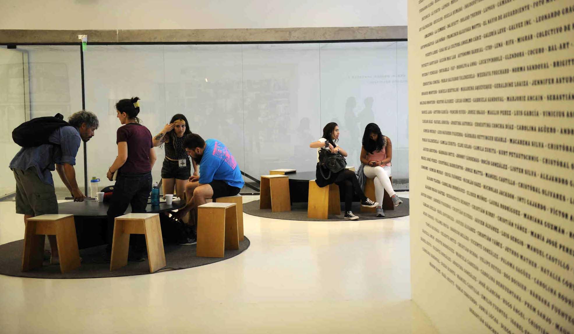 Sala de lectura en la exposición Valparaíso, FIFV 2016. ©Victor Ruiz Caballero