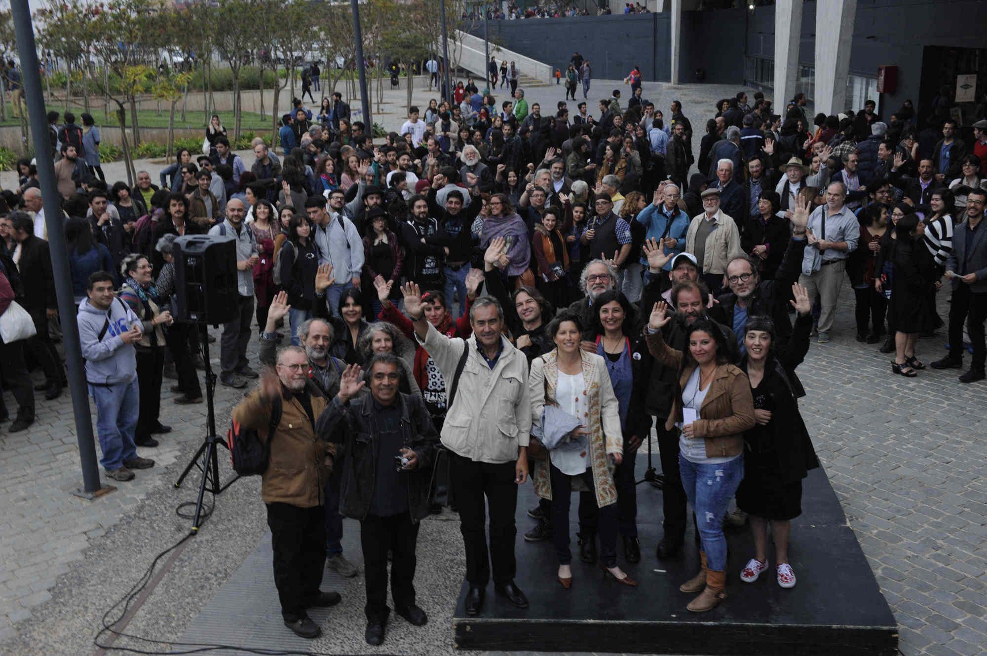 Cientos de personas asistieron a la 7ª edición del Festival Internacional de Fotografía en Valparaíso, FIFV 2016. ©Victor Ruiz Caballero