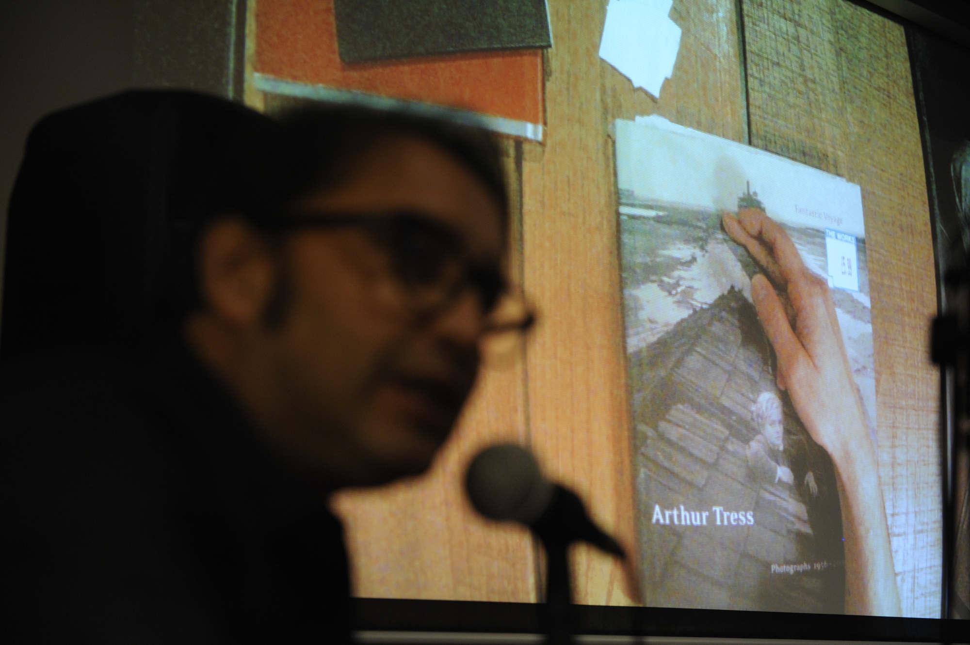 Carlos Avello (Chile) presenta el libro Ciudad de un día,FIFV 2016. ©Victor Ruiz Caballero